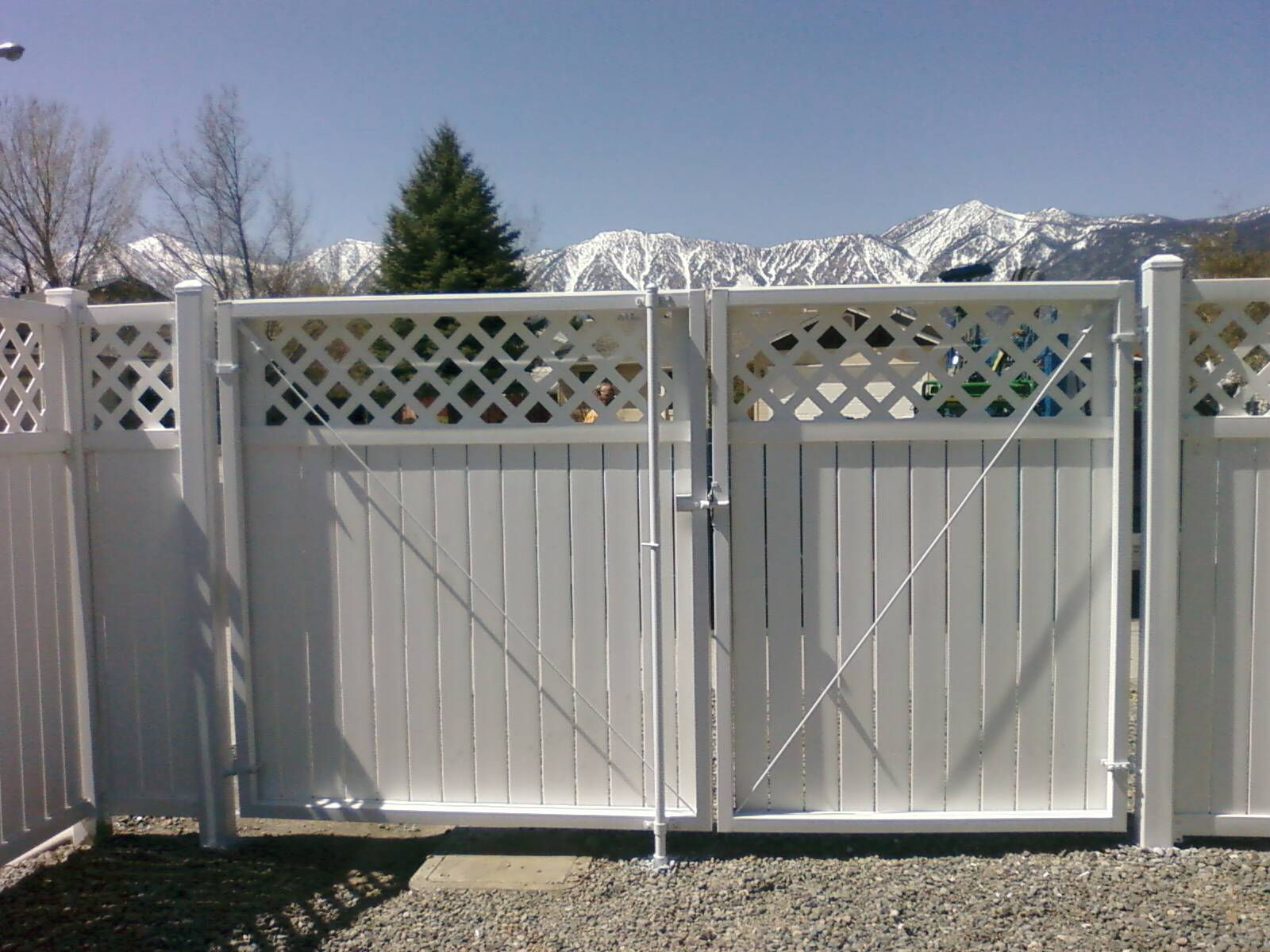 Vinyl fence with metal gate Lowes The Beauty Of Tahoe Fences Vinyl pvc Products Is In Their Simplicity And Versatility Styles Are Available That Match Many Variations Of Our Wood And Tahoe Fence Pvc Vinyl Tahoe Fence